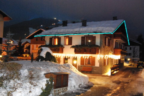 SKIING IN NIGHT IN BORMIO