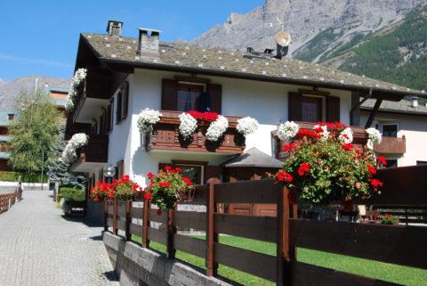 Balconi fiori e Alpi
